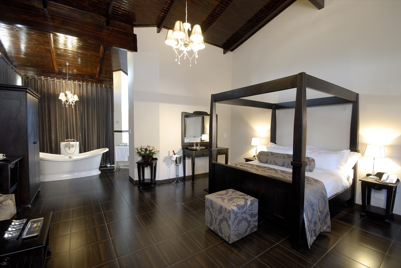 O And L Midgard Country Estate Honeymoon Suite 1280